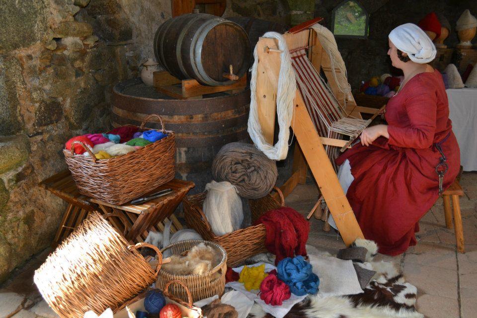 L'Atelier de Julie - reconstitutions historiques - travail de la laine et du feutre